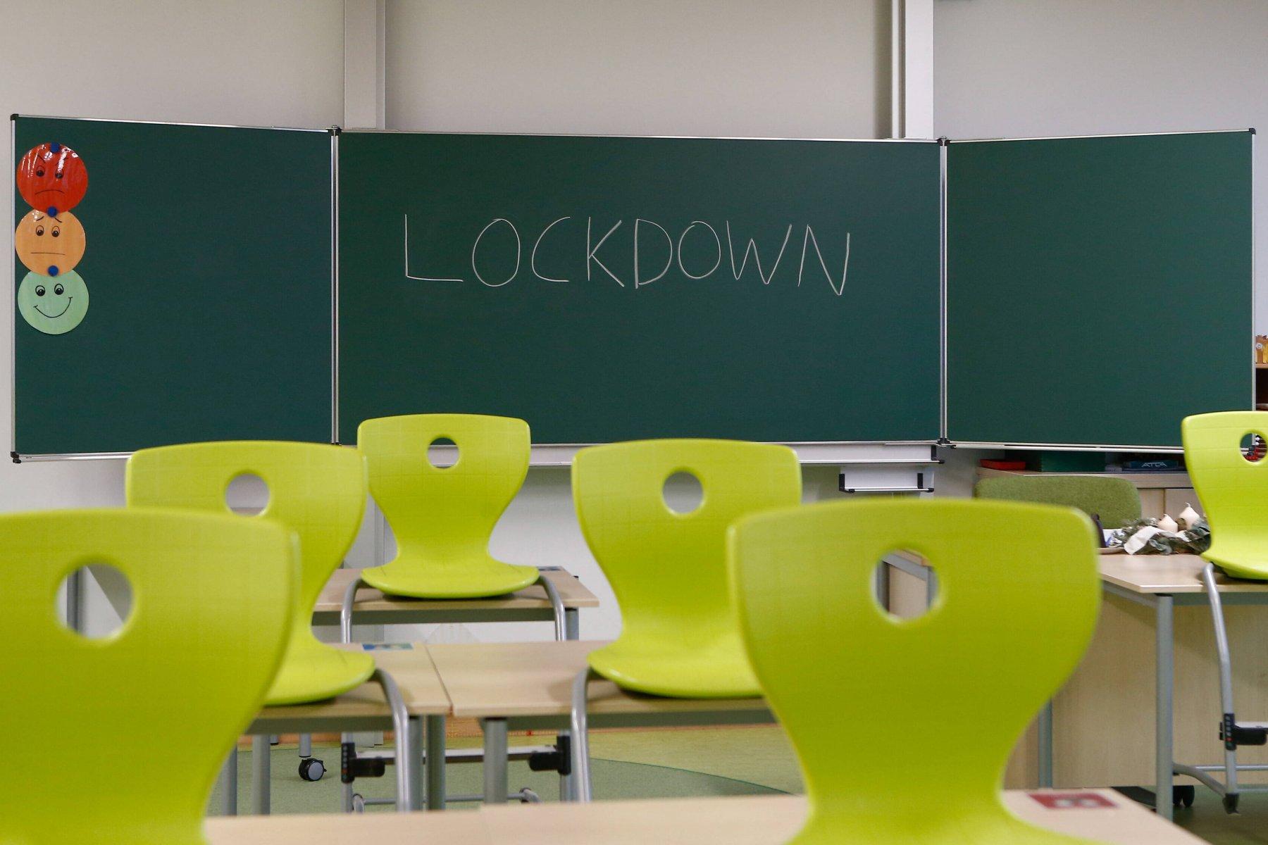 sxoleio lockdown