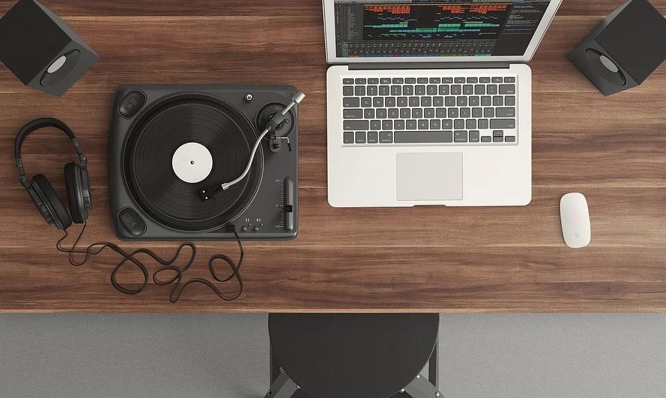 music_laptop.jpg