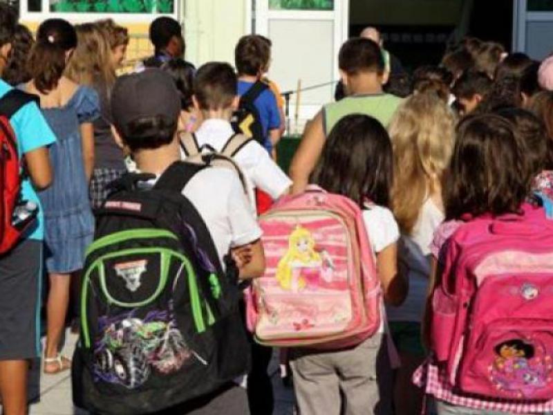fa0015e9a0 Με απόφαση του Συλλόγου Διδασκόντων και των γονέων η τσάντα στο σχολείο -  Τι είναι το