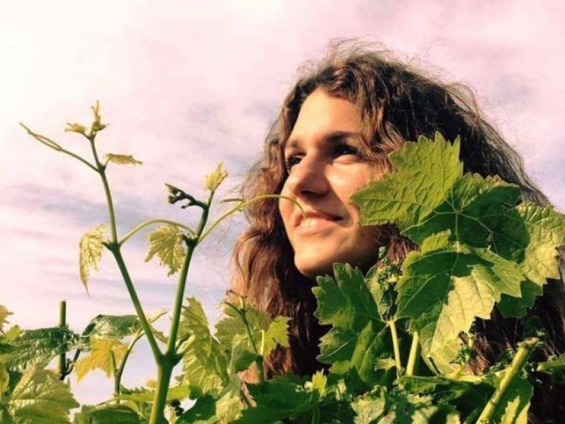 Μία 24χρονη απόφοιτος Οινολογίας του ΤΕΙ Κρήτης φέρνει την επανάσταση στον  κόσμο του κρασιού!  3bcd9840c13