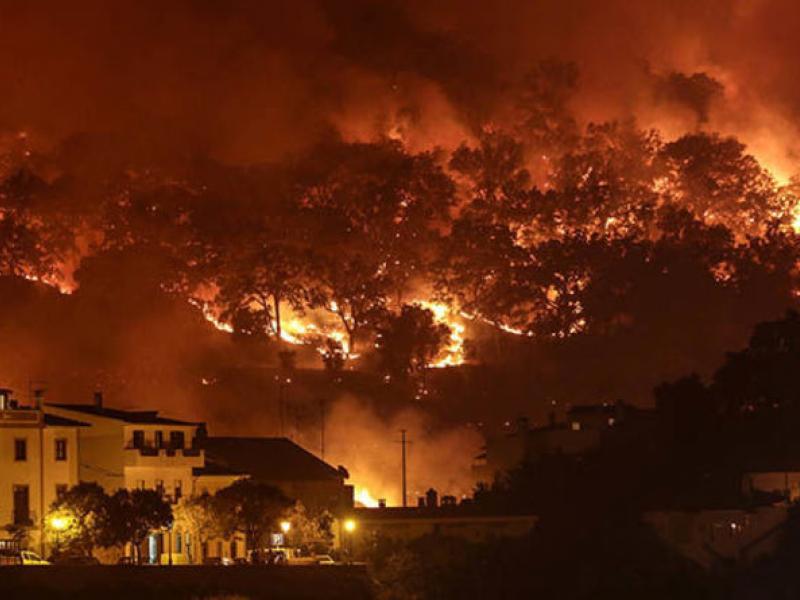 d2fe4bb36f5 Για 5η ημέρα καίει η πυρκαγιά στην Πορτογαλία - Υποχωρεί ο καύσωνας ...