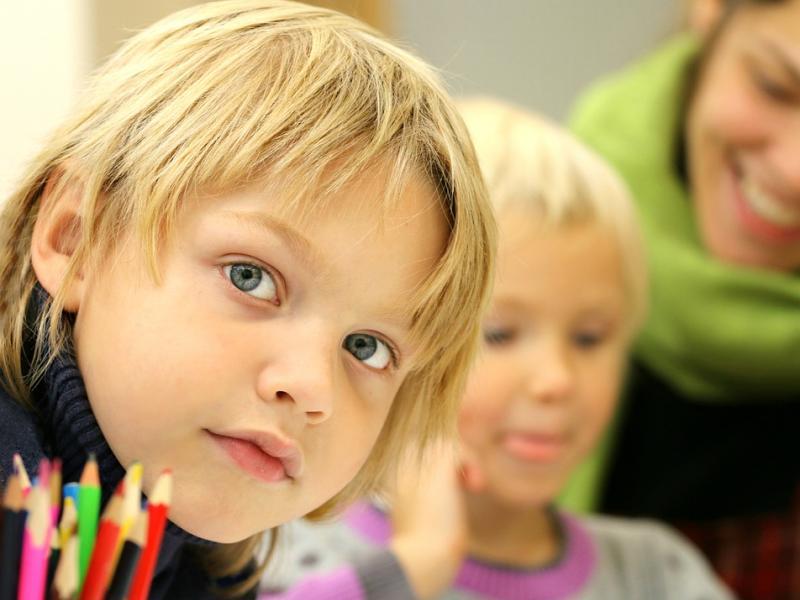 Πόσο και κυρίως, πως πρέπει να βοηθάτε τα παιδιά στο διάβασμα και τις  εργασίες   Alfavita