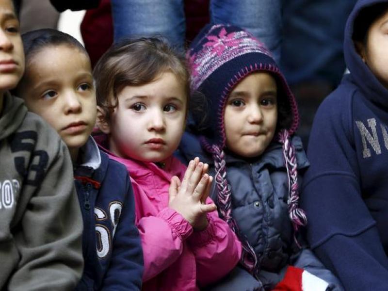 """Γονείς στη Σάμο κρατούν τα παιδιά σπίτι για να μην """"αναμειχθούν"""" με προσφυγόπουλα"""