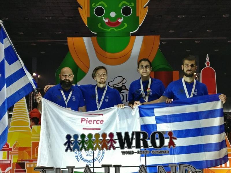 Έλληνες μαθητές νίκησαν μεγαθήρια στην Ολυμπιάδα Ρομποτικής