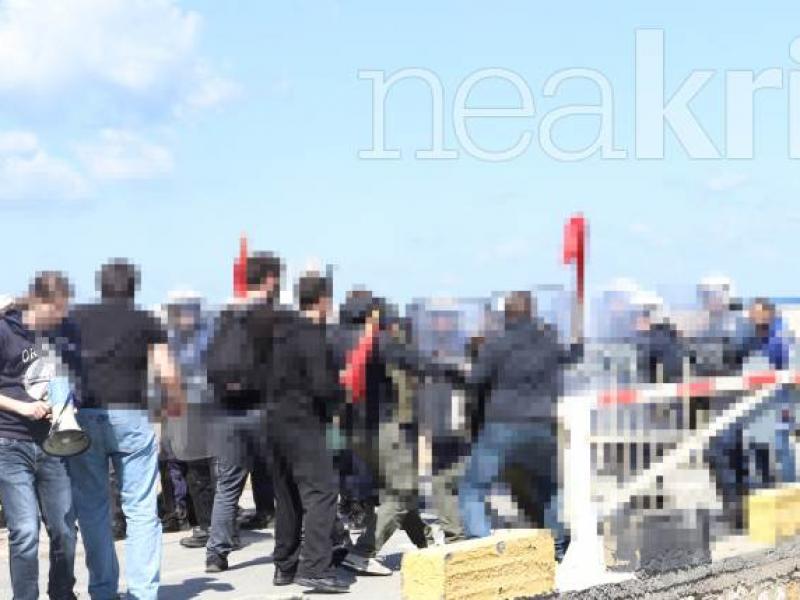 Επεισόδια φοιτητών-ΜΑΤ έξω από τη σύνοδο των Πρυτάνεων, παρουσία Γαβρόγλου