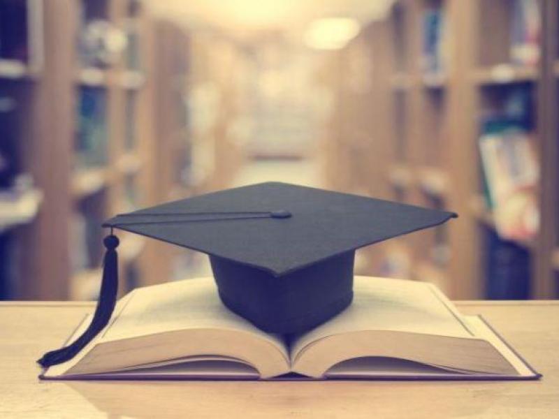 Παραιτήθηκε για να μην υποχρεωθεί να αναγνωρίσει μεταπτυχιακό κολεγίου σύμφωνα με το νέο νόμο