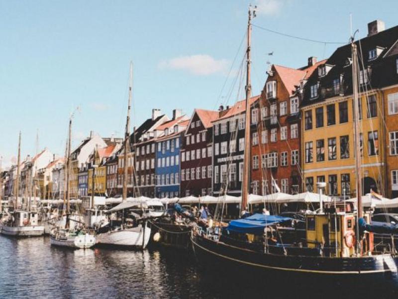 Δανία: Τα σχολεία ανοίγουν (σταδιακά) τις πόρτες τους