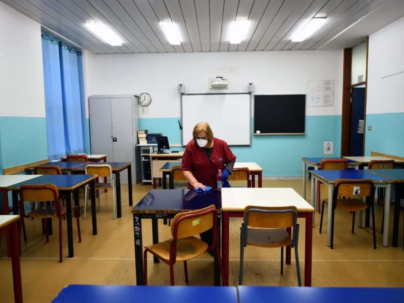 Άνοιγμα των σχολείων με τηλεκπαίδευση, μάσκες και... ερωτηματικά