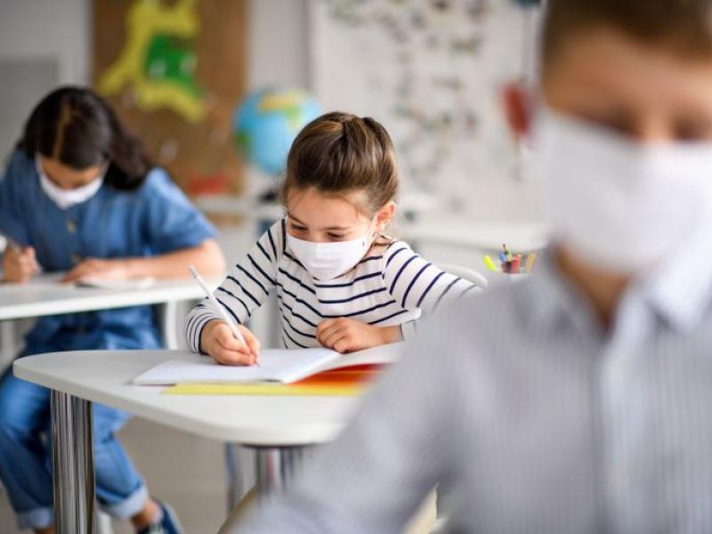 Κορονοϊός: Ανύπαρκτα τα μέτρα αποσυνωστισμού των σχολείων