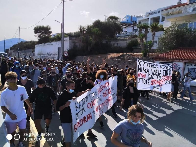 Μαρκόπουλο: Μαθητές και εκπαιδευτικοί διαδήλωσαν μαζικά ζητώντας μέτρα για τα σχολεία
