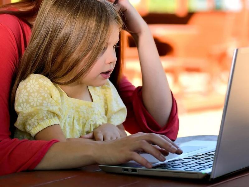 Εξ αποστάσεως εκπαίδευση: Δωρεάν σεμινάριο για τους γονείς