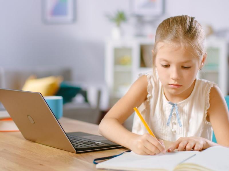 Τηλεκπαίδευση: Χρειαζόμαστε σταθερούς συνδέσμους ανά τμήμα, όχι ανά εκπαιδευτικό