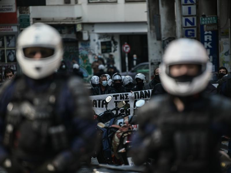 Γιατί αντί για αστυνομικούς έχουμε μπάτσους;