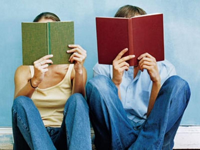 Ποιους ωφελεί και ποιους ζημιώνει η κατάργηση του (έντυπου) σχολικού βιβλίου;