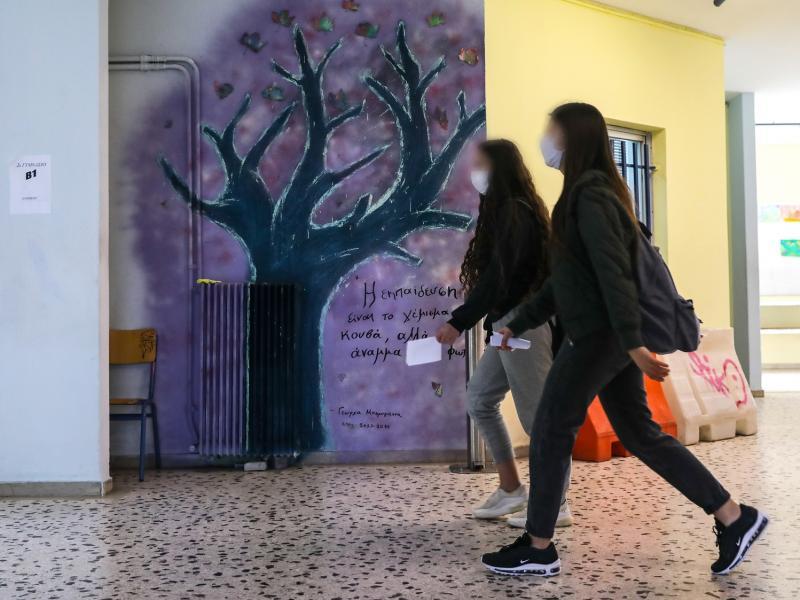 Κλειστά σχολεία: Έκλεισαν πάνω από 550 σχολεία λόγω κρουσμάτων