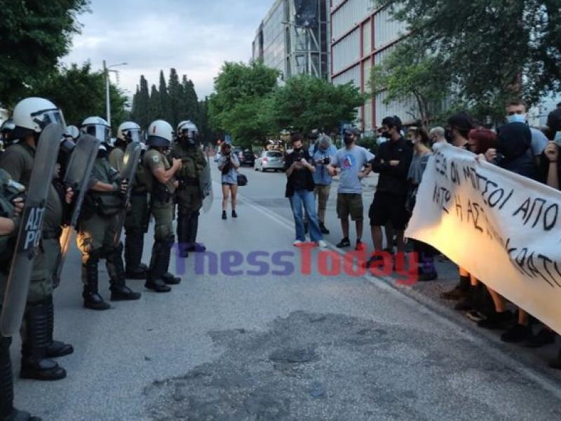 ΑΠΘ: Νέα ένταση μεταξύ φοιτητών και αστυνομίας (Βίντεο)