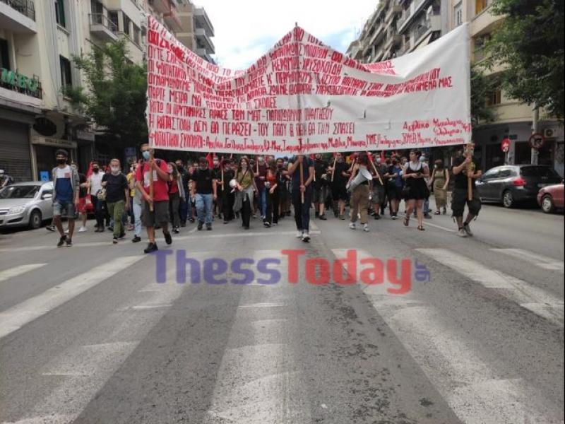 ΑΠΘ: Πορεία φοιτητών ενάντια στην παρουσία της αστυνομίας (Vid)