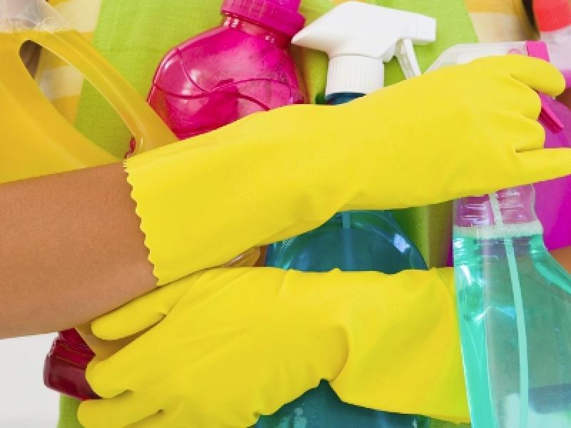 Εκπαιδευτικοί: Να πληρωθούν τώρα οι σχολικές καθαρίστριες