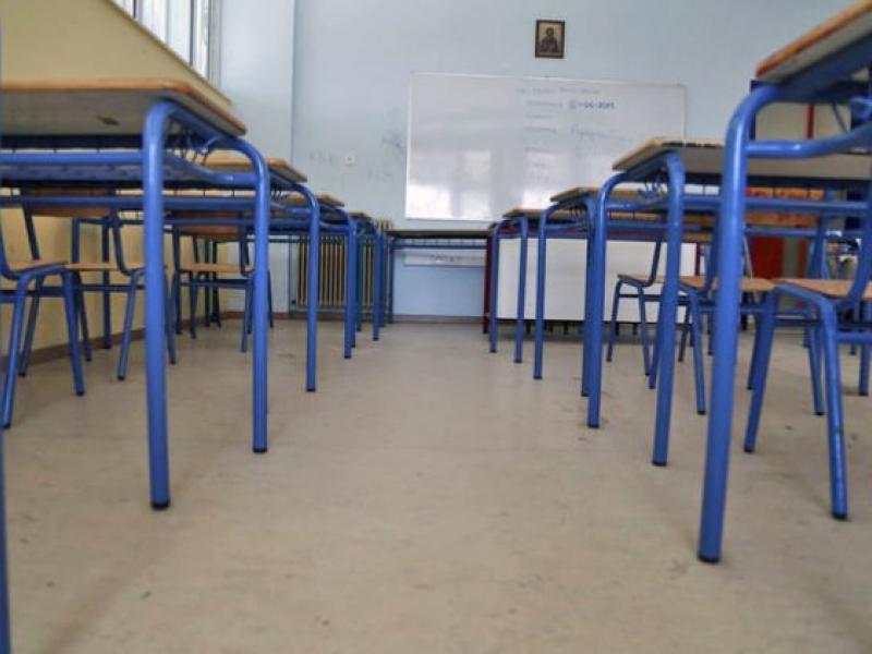 Άλλο ένα σχολείο που πέφτουν σοβάδες από το ταβάνι