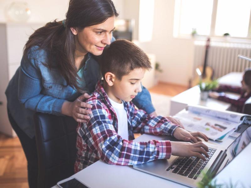 Γονείς: Ισότιμη πρόσβαση στην τηλεκπαίδευση σημαίνει υπολογιστής και ιντερνέτ για κάθε μαθητή