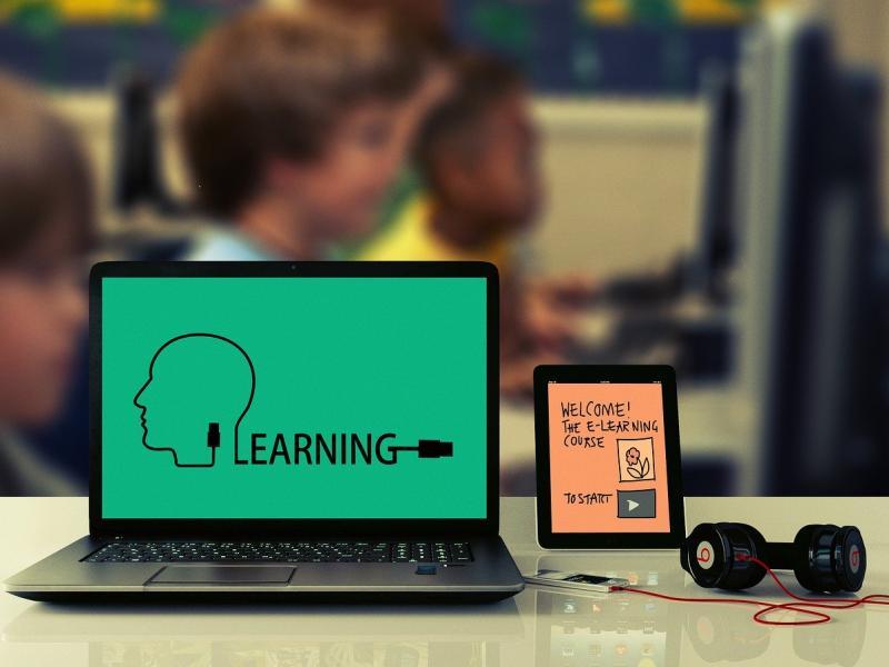 Τηλεκπαίδευση: Παροχή ηλεκτρονικών μέσων σε τρίτεκνες και πολύτεκνες οικογένειες ζητά ο ΣΥΡΙΖΑ