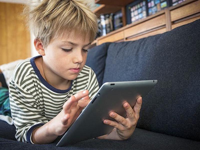 Τηλεκπαίδευση: Ξεκινά (τώρα...) η προμήθεια 25.000 τάμπλετ για τα σχολεία