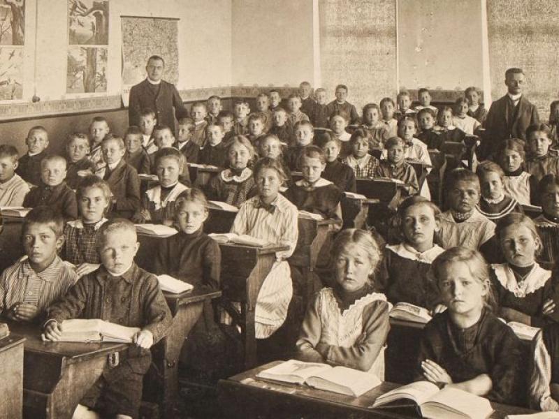 Γιατί οι δάσκαλοι δεν θέλουν την αξιολόγηση: «Αναφέρουμεν εις υμάς τα κάτωθι…»