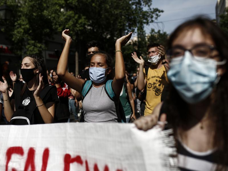 Εκπαιδευτικοί: Αλληλεγγύη σε όσους διώκονται στο Βόλο για τη καύση σκουπιδιών