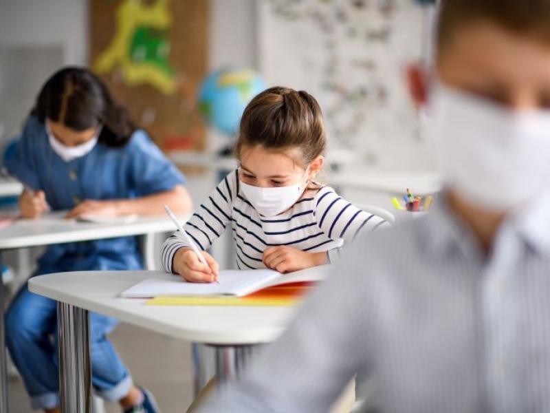 Η κυβέρνηση βάζει λουκέτο στα σχολεία καταπατώντας βάναυσα το δικαίωμα στην εκπαίδευση