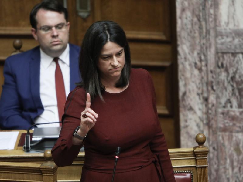 Βουλή-live: Σε ερώτηση για την τηλεκπαίδευση απαντά η Νίκη Κεραμέως