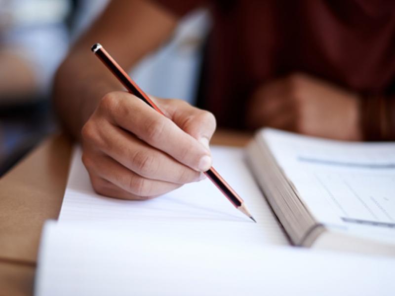 Γράμμα μαθήτριας της Γ΄Λυκείου προς τον πρωθυπουργό: Να επιστρέψουμε στις τάξεις μας, στην παλιά μας ζωή