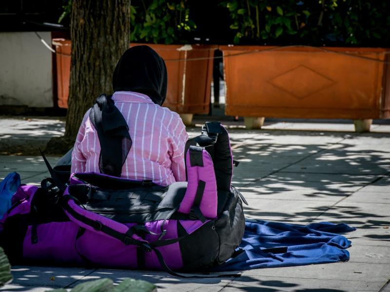 Εκπαιδευτικοί καταγγέλλουν: Δίνουν ληγμένες κονσέρβες σε πρόσφυγες στη δομή Σχιστού