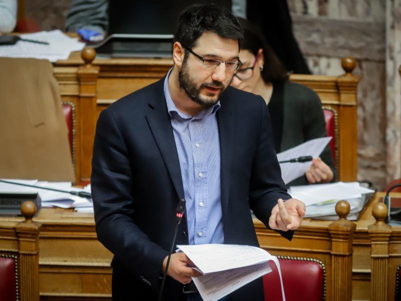 Ηλιόπουλος: Η κυβέρνηση να ζητήσει συγγνώμη για την κατάσταση στα σχολεία