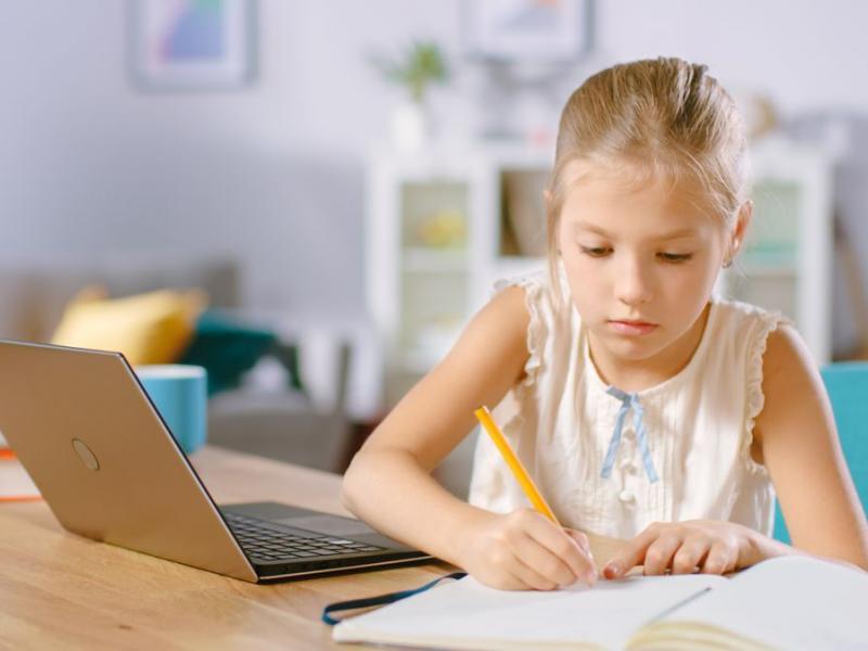 Γονείς-τηλεκπαίδευση: Πολλά παιδιά εκτός τηλεκπαίδευσης, ενώ άλλα κάνουν μάθημα από κινητο!