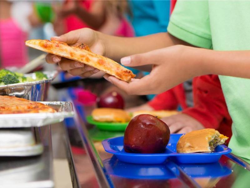 Σχολικά γεύματα: 33.938 αδιάθετα γεύματα θα δοθούν σε επιπλέον δικαιούχους μαθητές