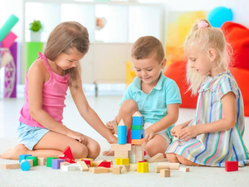 Δίχρονη προσχολική αγωγή: Κοντέινερ σε αυλές σχολείων