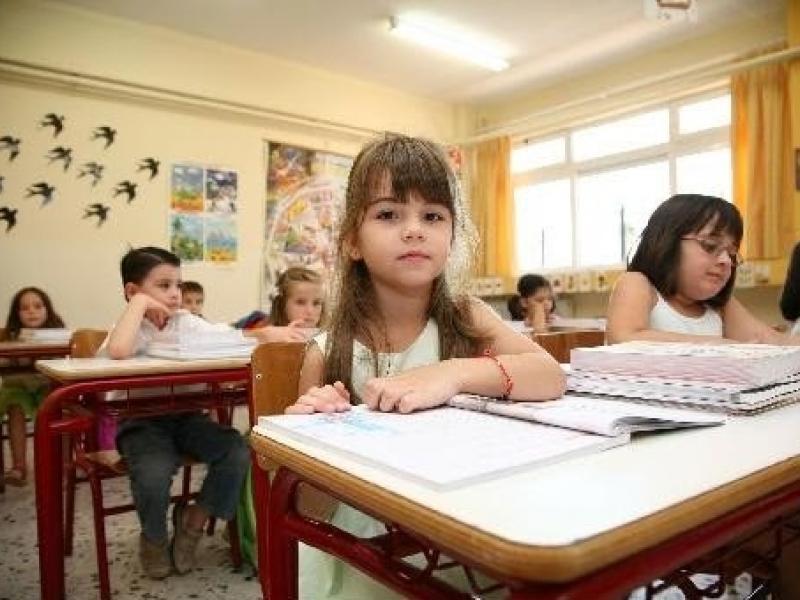 μαθητές, δημοτικό σχολείο, σχολική τάξη, θρανία