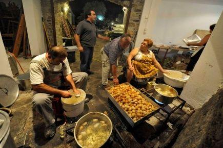 """Το ελληνικό χωριό που κοιμάται ως το απόγευμα και """"ξυπνάει"""" το βράδυ"""